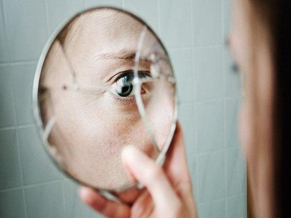 Vỡ gương mang điềm báo gì? cách hóa giải?
