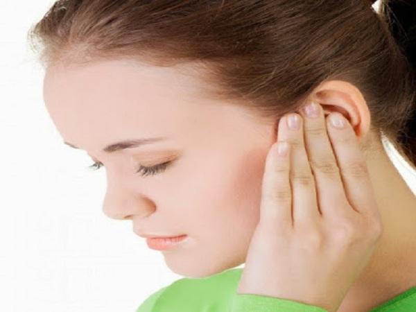 Nóng tai trái mang điềm báo gì? tốt hay xấu?
