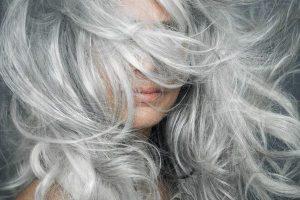 Mơ thấy tóc bạc là điềm báo gì ? Mơ thấy tóc bạc đánh con gì ?
