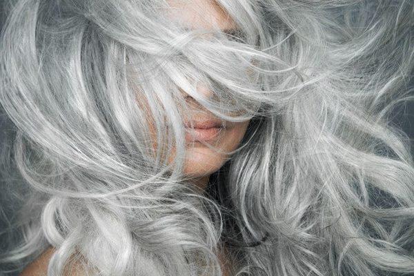 Mơ thấy tóc bạc là điềm báo gì