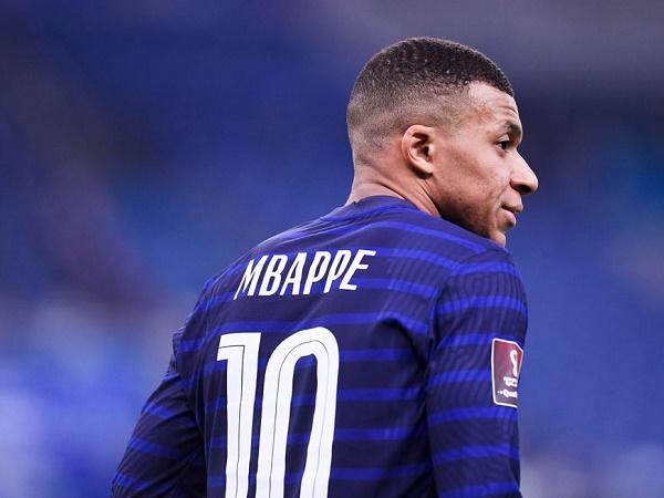 Bóng đá quốc tế 29/3: Mbappe bất ngờ vì Martial từ chối bắt tay